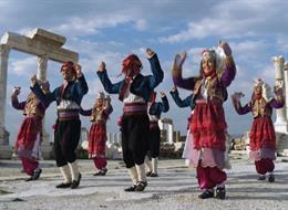 Çil Horozum AK Parti'nin referandum şarkısı oldu