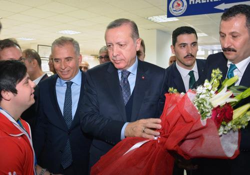 Erdoğan Denizlili şampiyonları ödüllendirdi