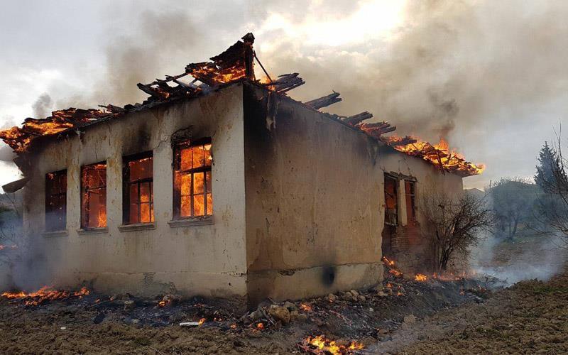 Okul binası cayır cayır yandı