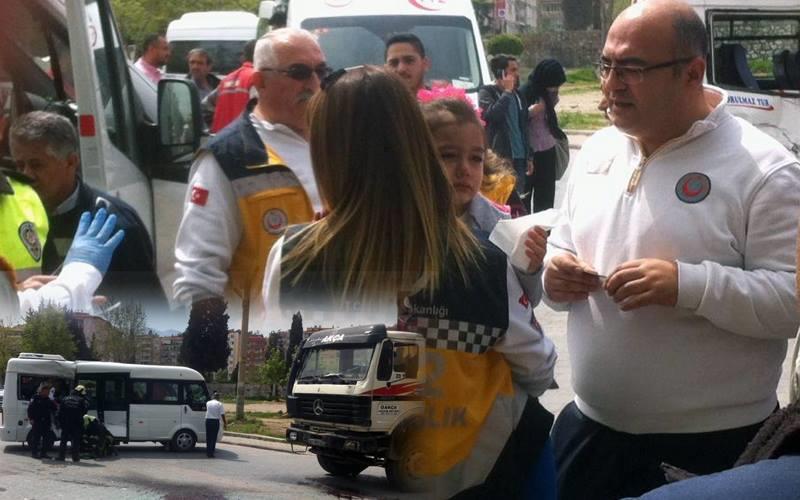 Öğrenci servisi ile beton aracı çapıştı: 5 yaralı