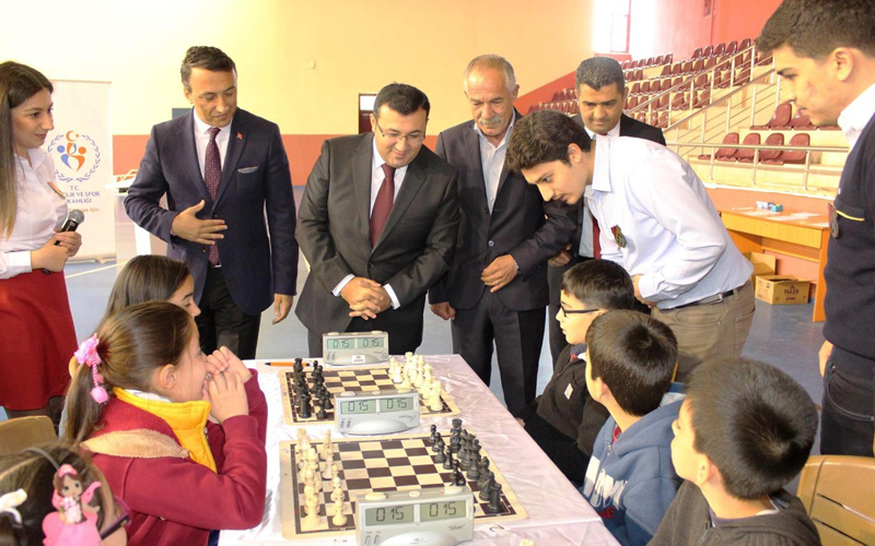 Çal'da okul sporları yarışmaları başladı