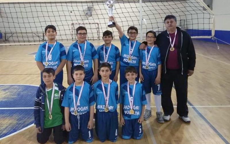 Turnuvanın şampiyonu Nevişet Kameroğlu Ortaokulu