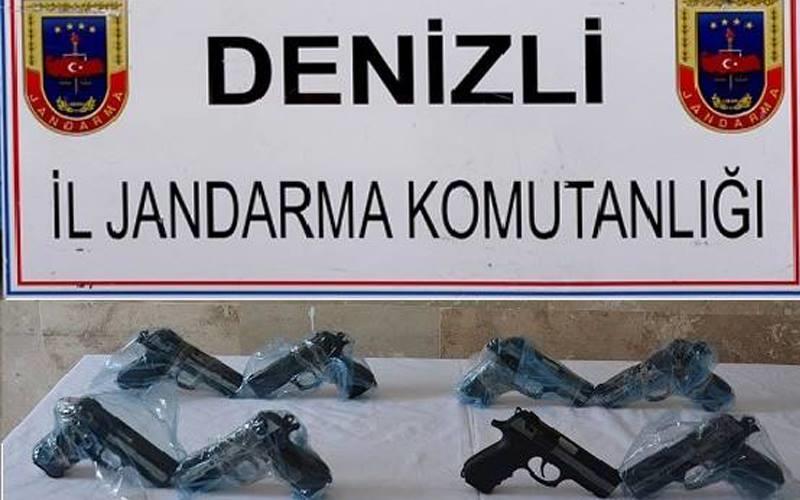 Jandarma 8 tabanca ele geçirdi