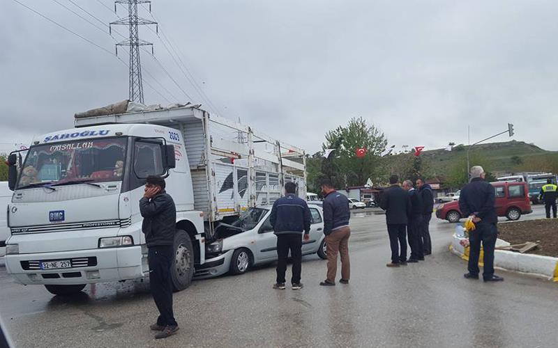 İzmir Bulvarı'nda kaza: 2 yaralı