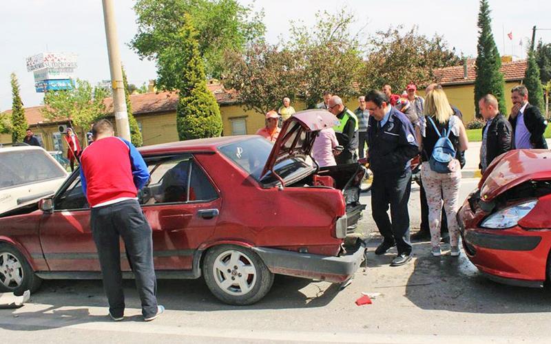 Zincirleme kaza: 3 yaralı