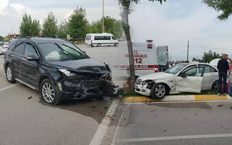 Koşu Yolu'nda kaza: 3 yaralı