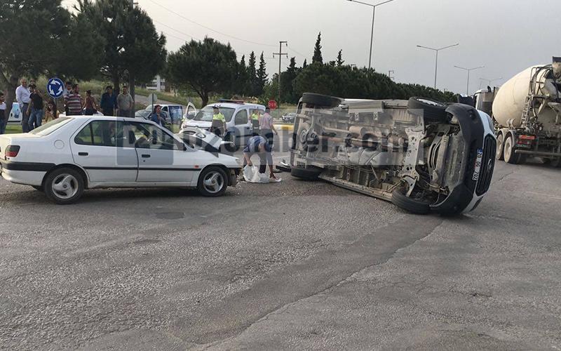 Otomobil-hafif ticari araç çarpıştı: 5 yaralı