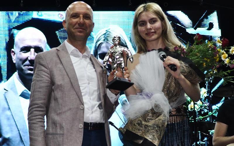 Festivale Aleyna Tilki ve Emre Aydın'lı final