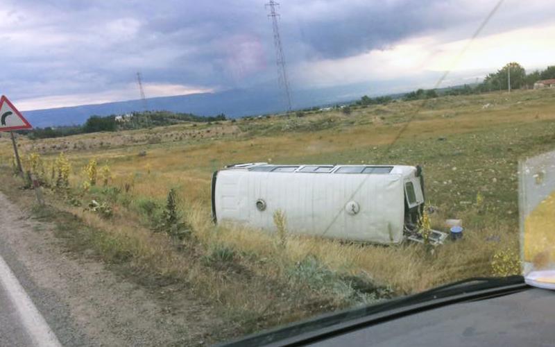 Minibüs şarampole yuvarlandı: 11 yaralı