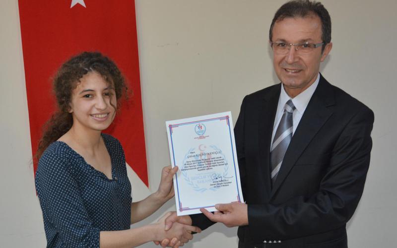 Genç gönüllülere sertifika