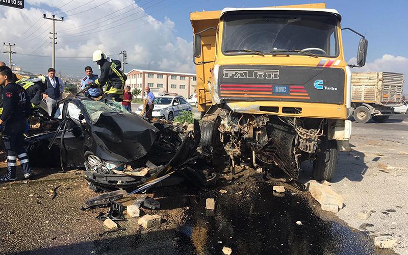 Valilik: Kamyon şoförü dur levhasına uymadı