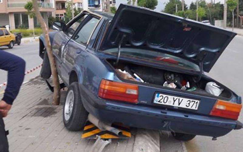 Otomobil orta refüje çıktı