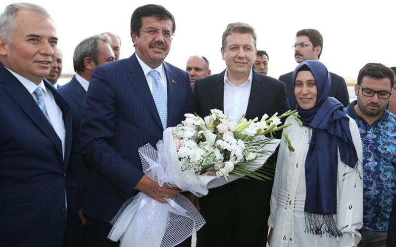Bakan Zeybekci'ye çiçekli karşılama