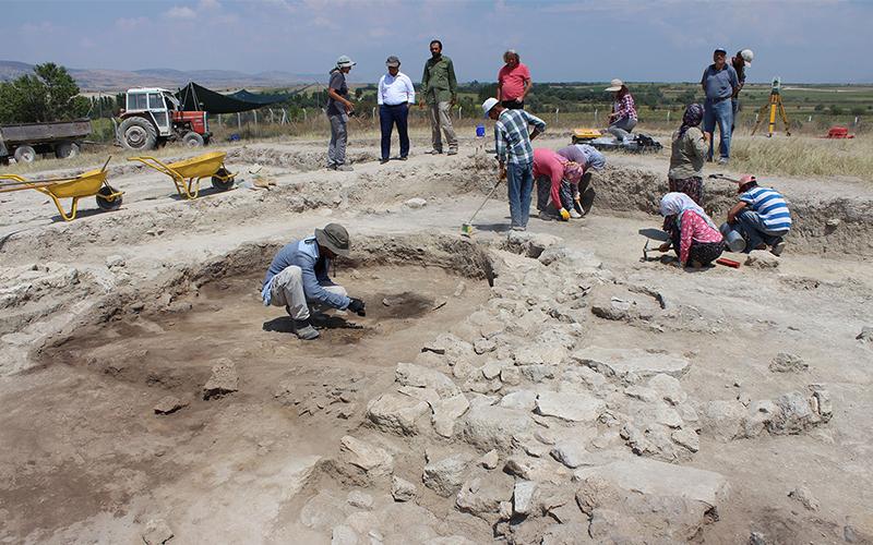 Çal'daki kazılarda 8600 yıllık bulgulara ulaşıldı