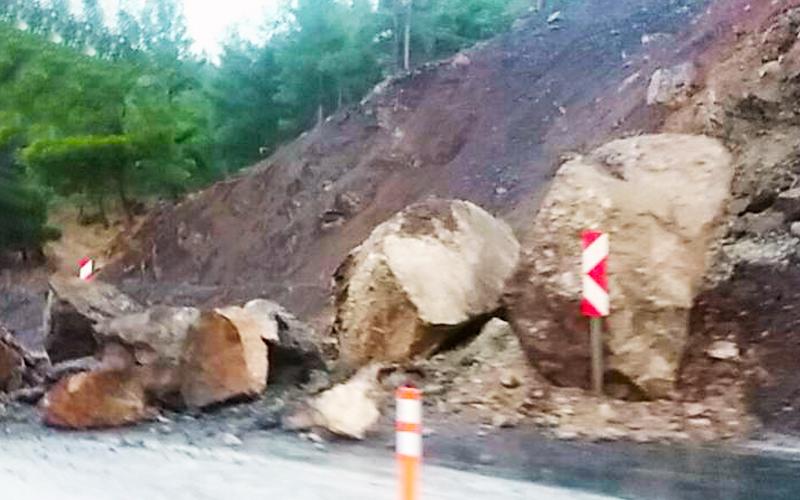 Önlem için kayaların araçların üzerine düşmesi mi bekleniyor?