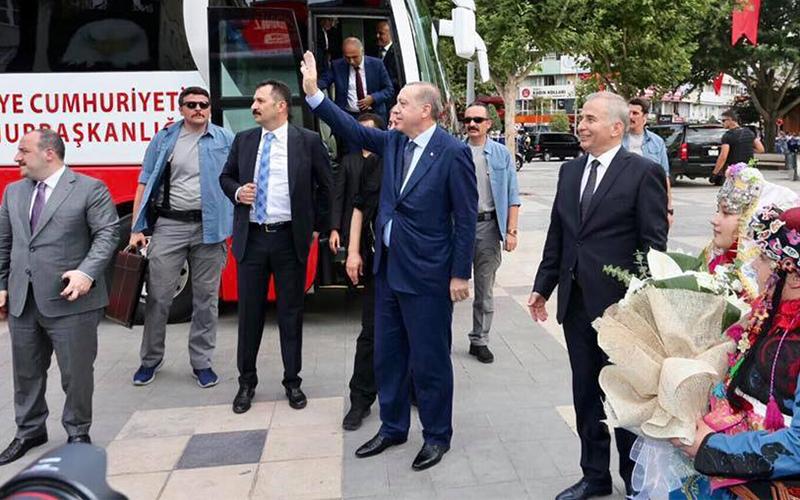 Erdoğan, Büyükşehir Belediyesi'ni ziyaret etti