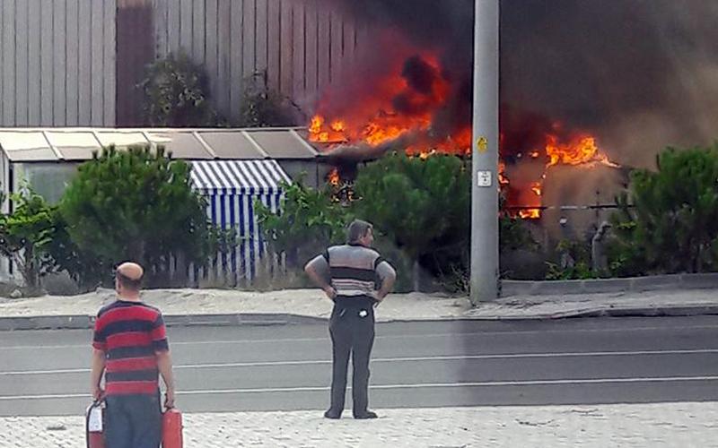 Denizli'de ferforje tesisinde yangın çıktı