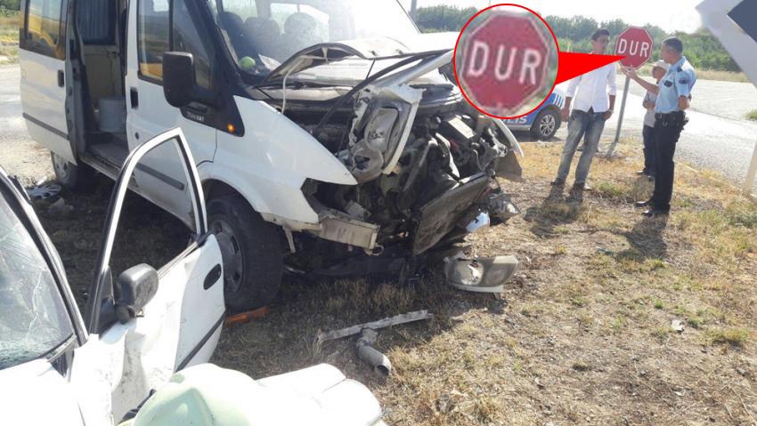 Sürücüler dur işaretine uymadı: 2 yaralı