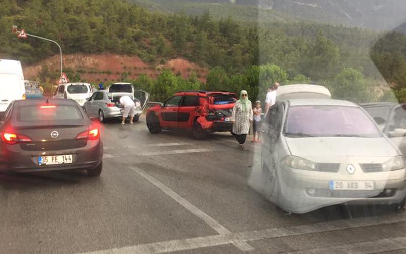 Denizli – Antalya karayolunda kaza: 4 yaralı