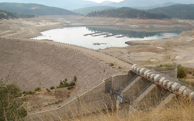 Yapraklı Barajı'nda su seviyesi en dibe indi