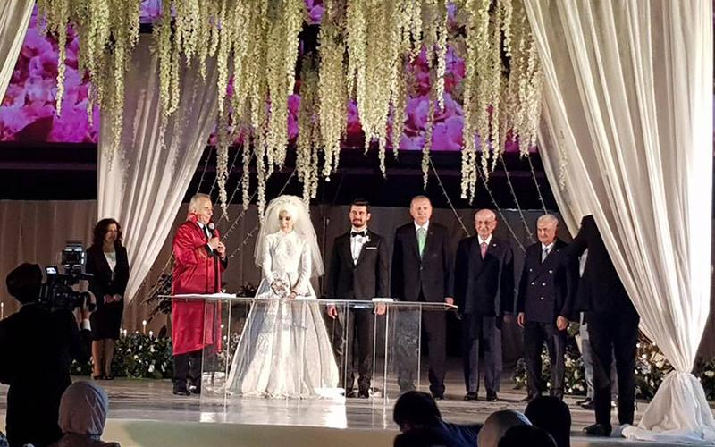 Zeybekci'nin kızının düğününde nikah şahitleri devlet protokolü