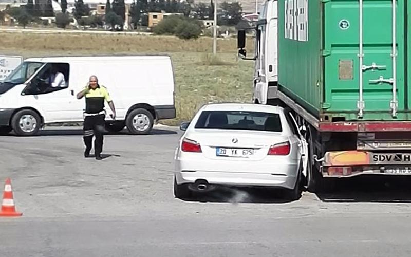 Denizli-İzmir karayolundaki kazada 3 yaralı var