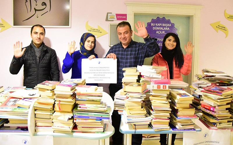 PAÜ'lü öğrenciler kitaplarla kardeşlik köprüsü kurdu