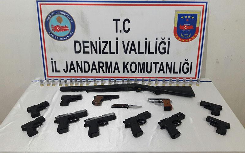Çivril 'de kaçak silah operasyonu