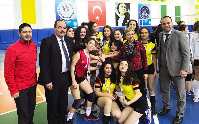 Denizli'de filenin sultanı Cumhuriyet Anadolu Lisesi