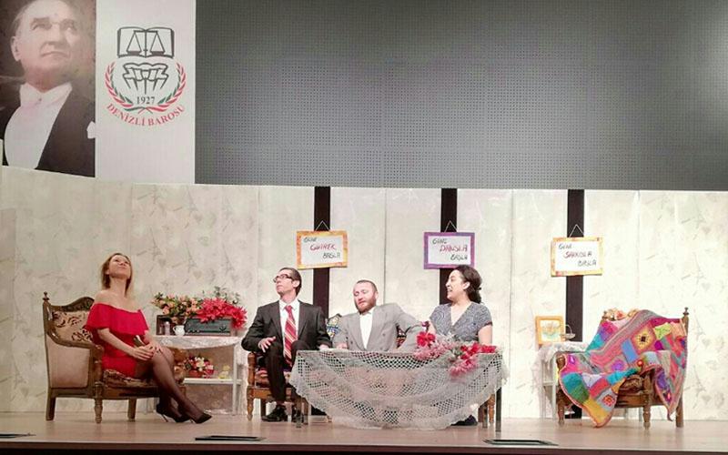 Genç hukukçuların sahnelediği 'Lütfen Kızımla Evlenir Misin' ile kahkaha tufanı