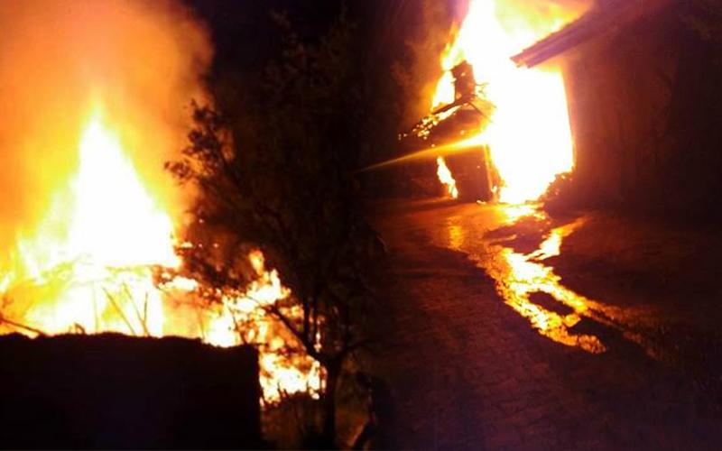 Alevler 2 evi kül etti