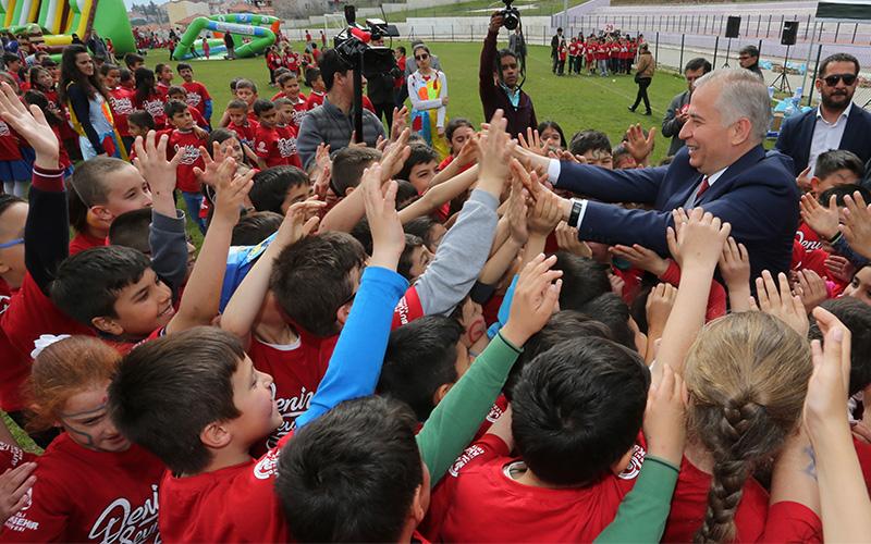 Büyükşehir Belediyesi'nin Çocuk Şenliği başladı