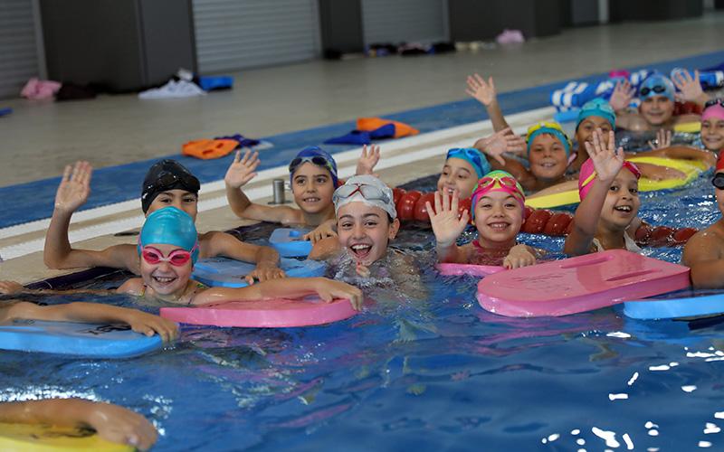 2 kapalı havuzda yüzme kursu kayıtları başladı