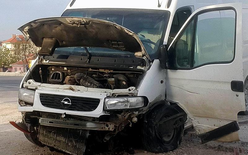 3 aracın karıştığı kazada 1'i ağır 3 kişi yaralandı