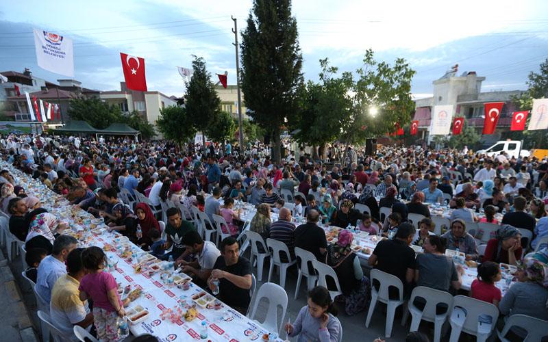 Büyükşehir iftar sofrasını Aktepe'de kurdu
