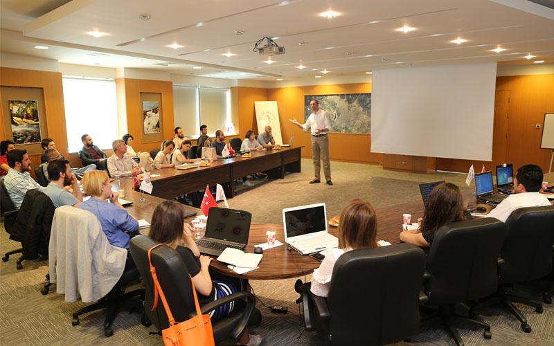 DENİB'de Online Pazarlama Stratejileri Eğitimi