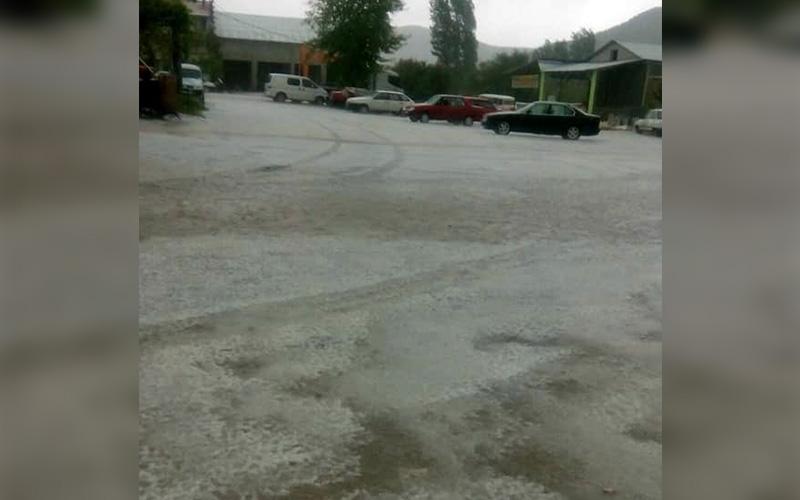 Çameli'de dolu yağışı etkili oldu