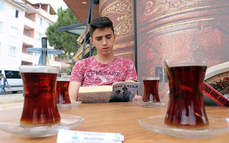 """Pamukkale Belediyesi'nden """"Okumak Sizden Çaylar Bizden"""" projesi"""