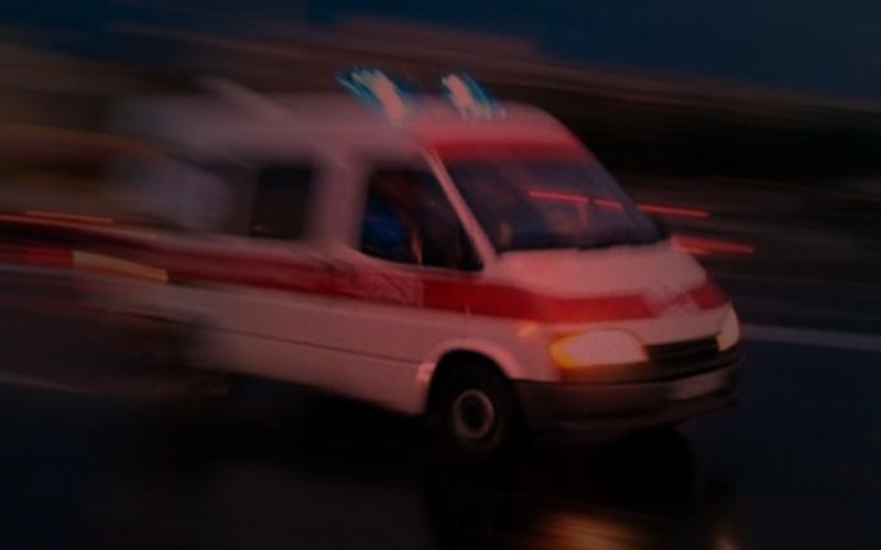 Otomobilin çarptığı anne ve 2 çocuğu yaralandı