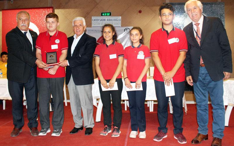 Bilgi yarışmasında Münevver-Nafiz Dirlik Anafartalar Ortaokulu 1. oldu