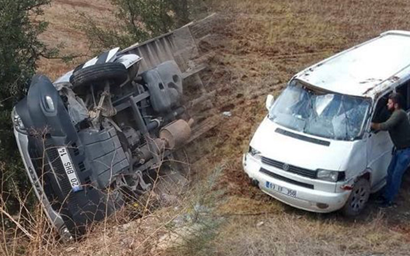 Tüpgaz kamyonuyla minibüs çarpıştı: 5 yaralı