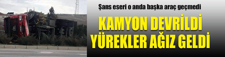 Denizli-Ankara karayolunda kamyon devrildi