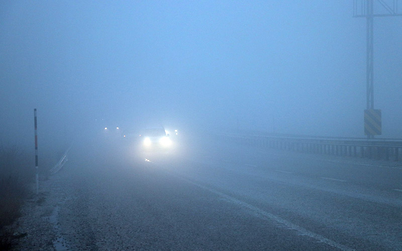 Yoğun sis ulaşımı aksattı