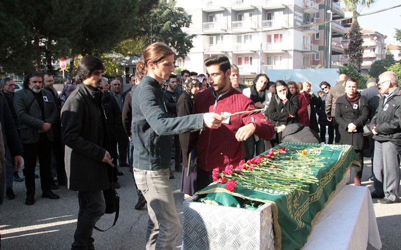 Ölü bulunan öğretim görevlisi İzmir'de toprağa verilecek