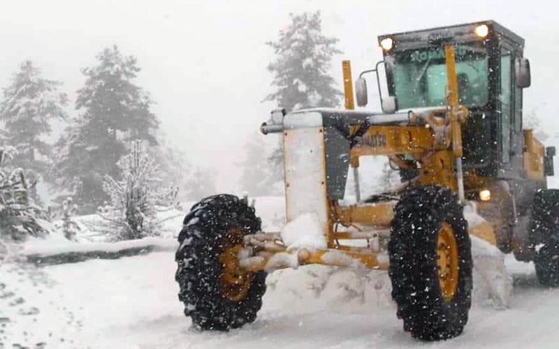 Kar fena bastırdı, 10 araç yolda mahsur kaldı