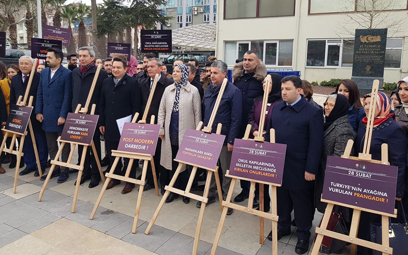 AK Partililer, 28 Şubat için Çınar Meydanı'na çıktı
