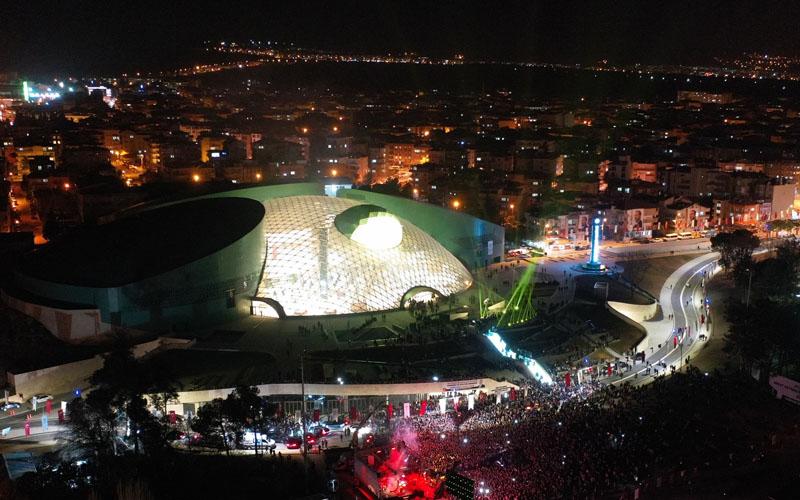 Büyükşehir Kongre ve Kültür Merkezi'nde 2 konser, 2 tiyatro oyunu