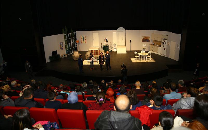 Kongre ve Kültür Merkezi'nde ilk tiyatro oyunu sahnelendi