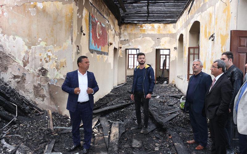 Tarihi okulun esrar içerken yakıldığı iddia edildi, 2 kişi yakalandı