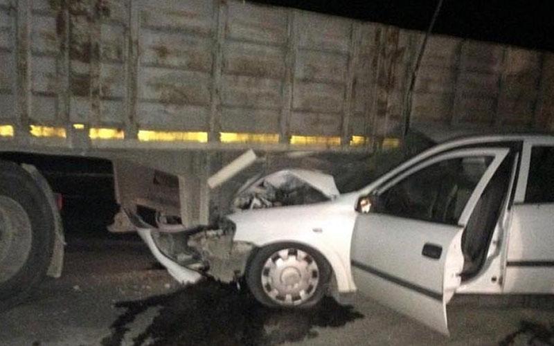TIR ile otomobil çarpıştı : 4 yaralı